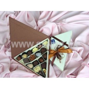 Papyrus Chocolate Triangular Box: 18 pieces